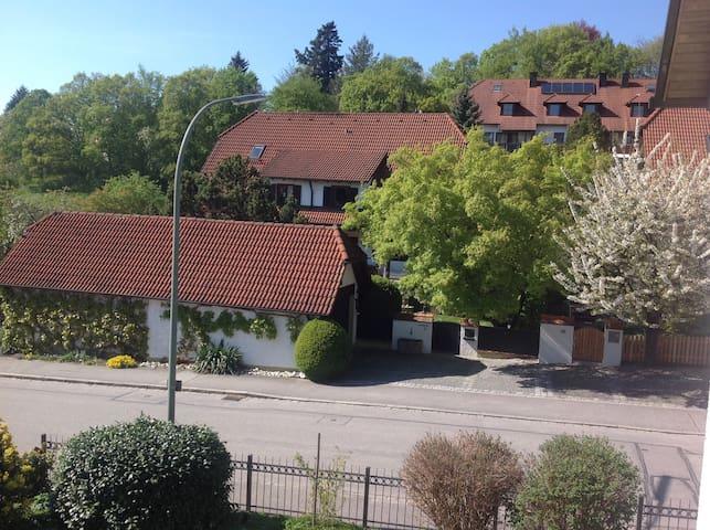 Schönes Zimmer in Landshut Berg - Landshut - Casa