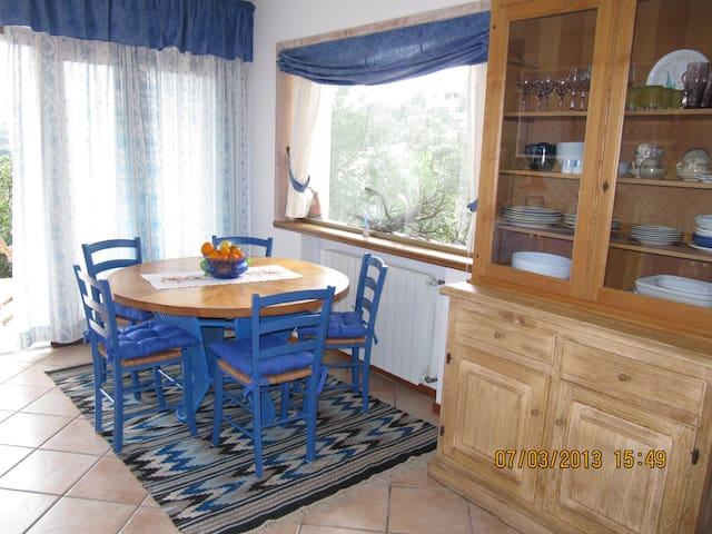 the blue house - San Pantaleo - Byt