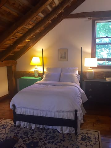 Charming room in 18th century barn near Saratoga. - Ballston Lake - Huis
