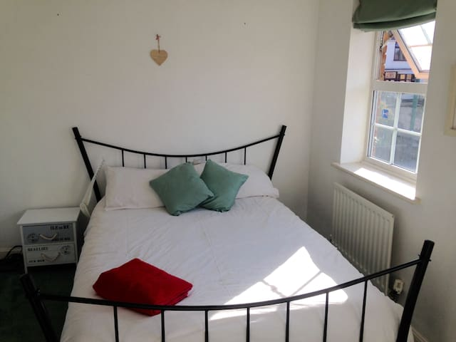 Bright double room in Dartford - Dartford - Дом