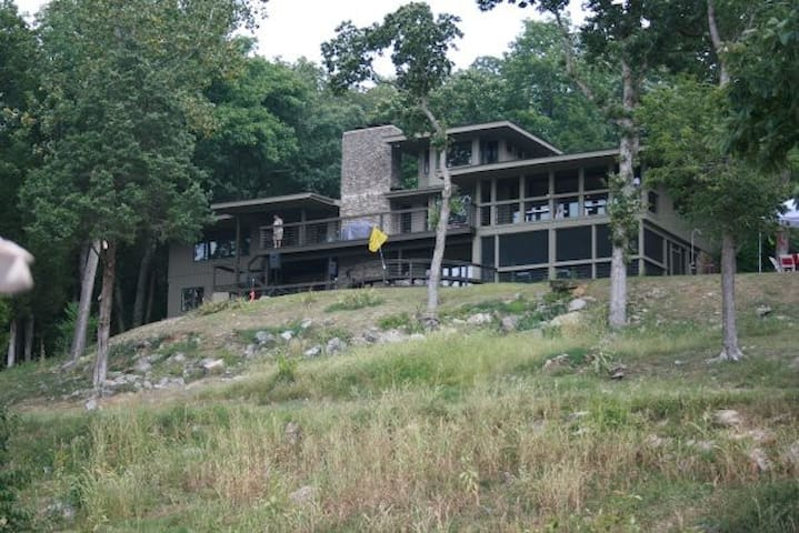 Luxury lakehouse retreat with picturesque views - Brandenburg - Casa
