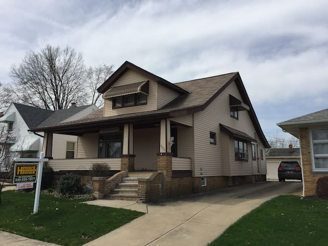 Spacious newly remodeled house! - Cleveland