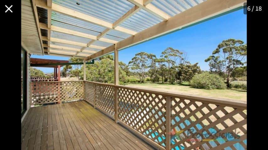 Departamentos, casas y villas con piscina en Monterey - Airbnb ...
