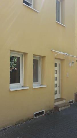 Zimmer in 3-Zi-Whg - Heilbronn - Maison