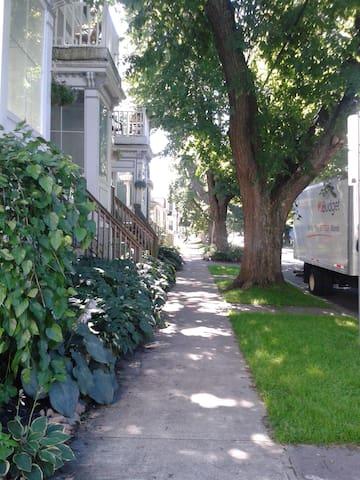 Quiet 2 Bedroom Flat close to Downtown, Commons. - Halifax - Departamento