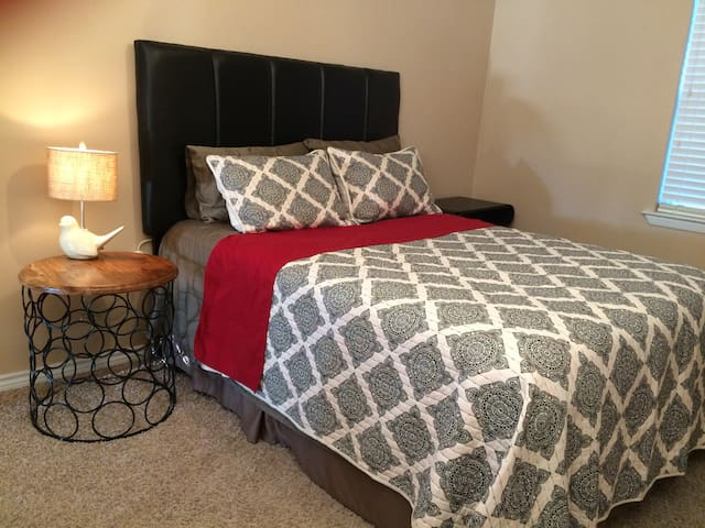 Little Country Home Queen Bed D - McKinney