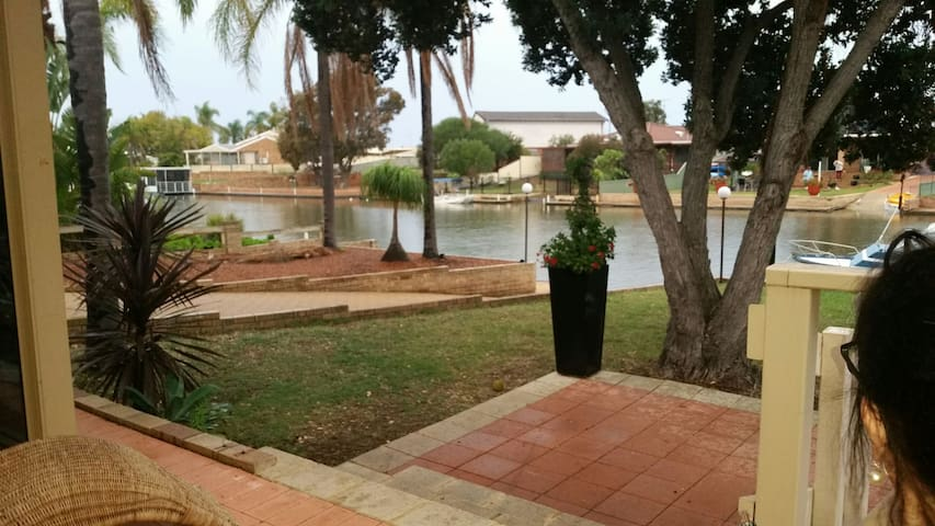 Paradise Found  - Canal life - South Yunderup - Talo