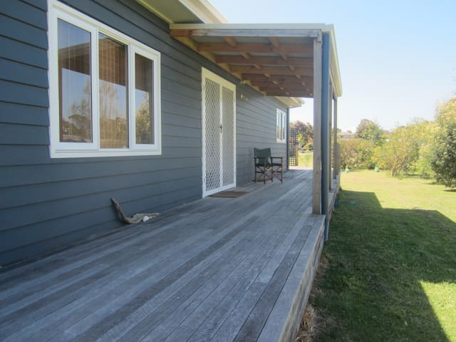Quiet and relaxed beach house - Port Welshpool - Hus