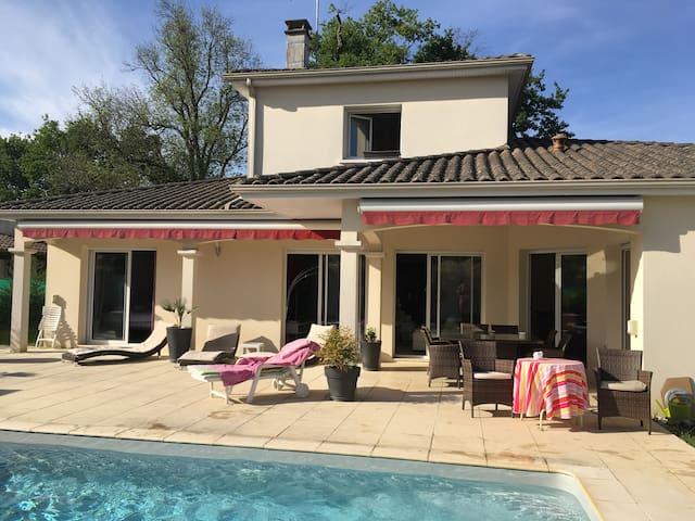 Maison à 15 mins de Bordeaux & St Émilion - Sadirac - Huis