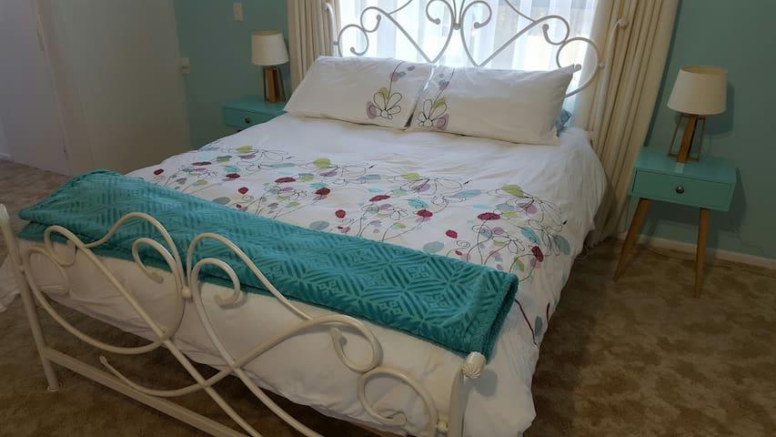 Arthur Street - 2 bedrooms - Queen and Twin Single - Уитианга - Квартира