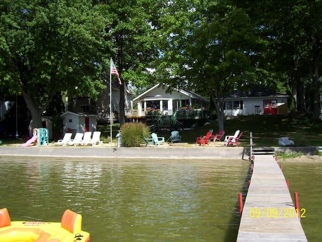 Lakefront Bostwick Lake, Rockford, MI - Rockford - Huis