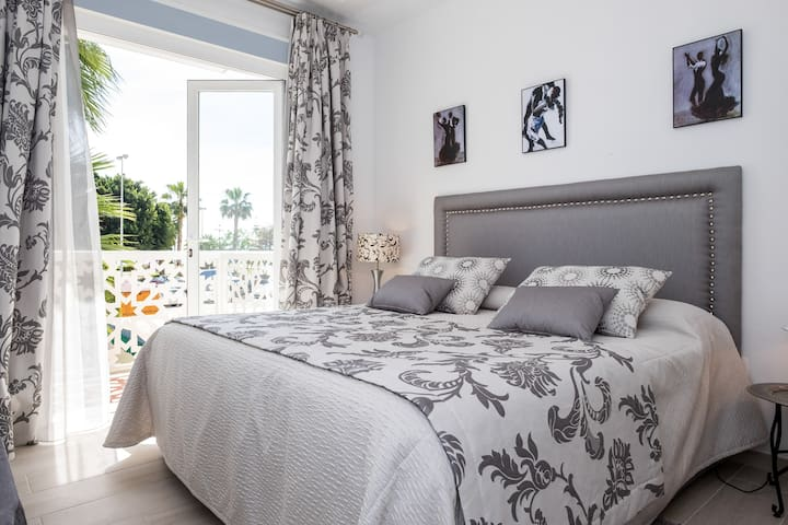 RIAD ANDALOU 250 m² vue mer, face plage - Torre del Mar - Huis