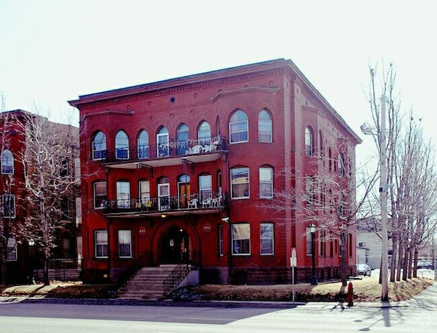 Handsome Updated Victorian Apartment Near Downtown - Minneapolis - Appartement
