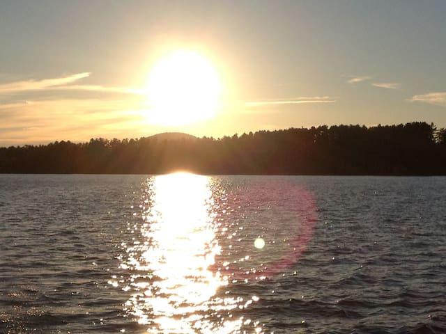 Lake Pleasant Lakefront 4 Season Beach House - Lake Pleasant - Ev