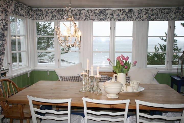Very cozy summerhouse by at the beach of fjord - Hurum - Kabin