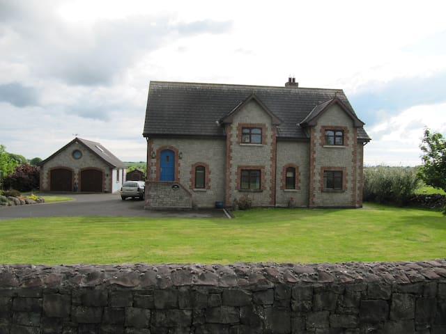 Spacious , bright comfortable home - Galway - House