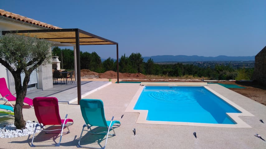 Maison neuve avec piscine dans le sud de l'Ardėche - Lablachère - Hus
