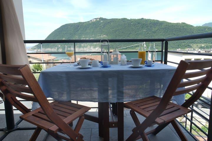 Camera doppia con vista sul lago d'Iseo - Sale Marasino - Casa