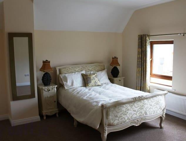 Deluxe Double bedroom with en-suite - Rooskey - Bed & Breakfast