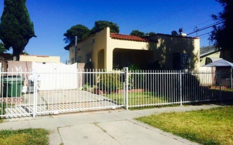 Private Room + Free Wifi - Los Angeles - Hus