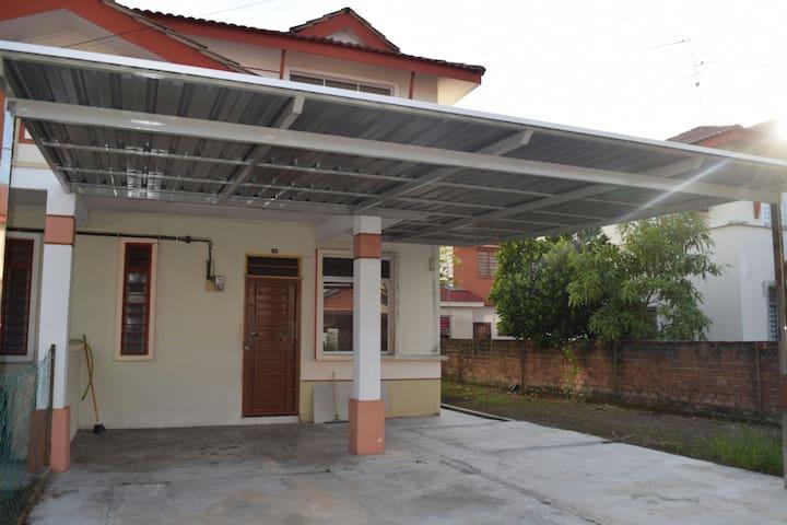 Homestay Sri Nusa - Gelang Patah - Ház