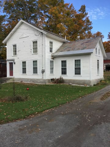 Country Farmhouse in Quaint Village - Middletown Springs - Casa