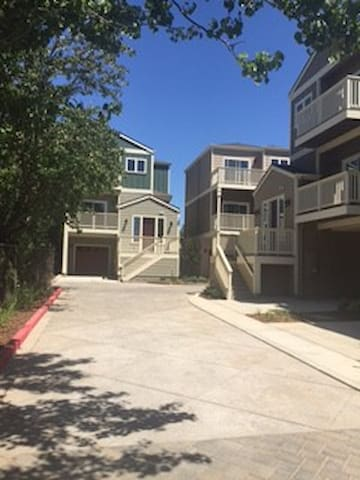 Awesome 3 Bedroom 3 Bath Home by Main St! - Pleasanton