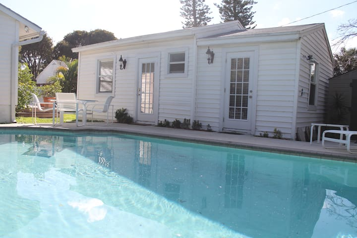 COTTAGE RENOVATED WITH SWIMMING POOL - Lake Worth - Casa
