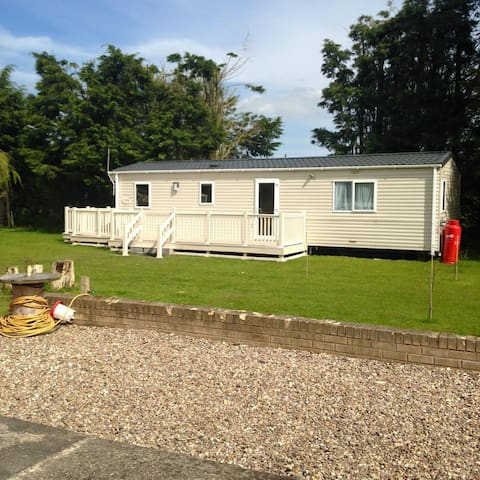 Static Caravan on private garden - Stickford