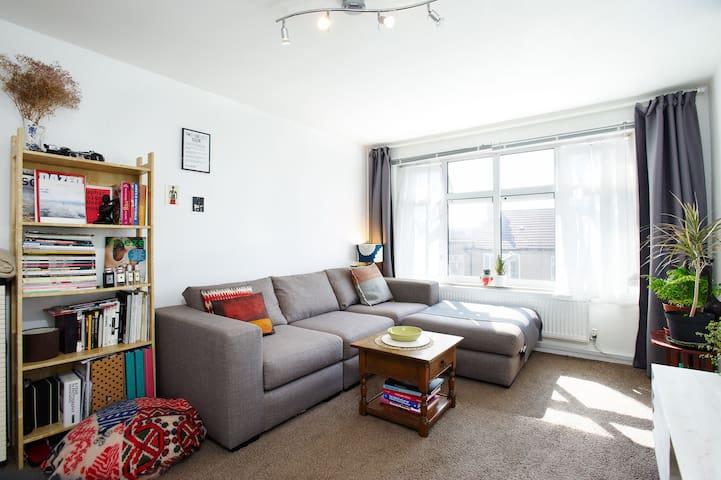 Modern spacious & clean flat close to central line - Ilford - Apartemen