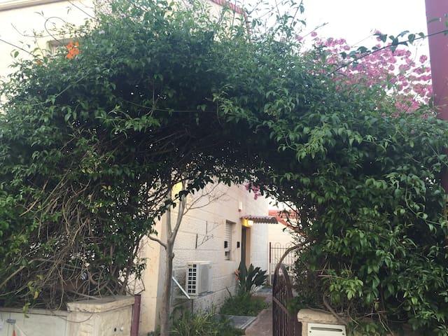Slingshot Stays - short term in RBS - Bet Shemesh - Lägenhet