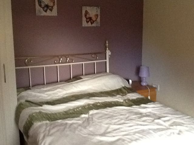 Homely room in a lovely terraced house - Enderby