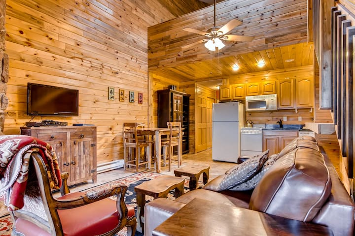 Modern and Airy Loft in the Ideal Location! - Granby - Condo