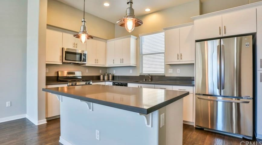 Beautiful and convenient new townhouse Room2 - Upland - Apartamento