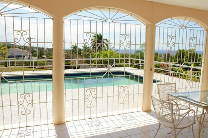 Ocean view&Pool from $19 in Montego - Montego Bay