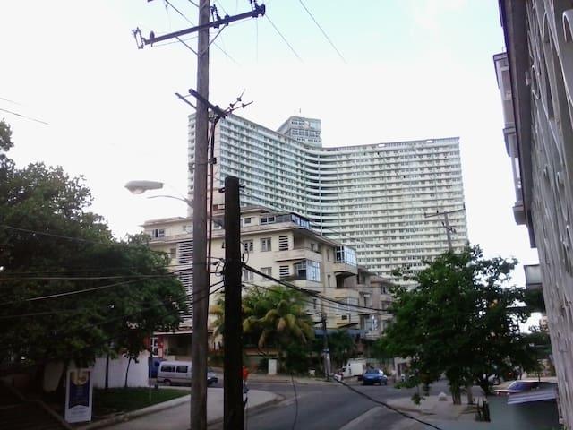 precioso departamento en Habana Cuba tres habitaciones tres baños garaje a una cuadra del hotel Nacional vedado - Ciudad de México