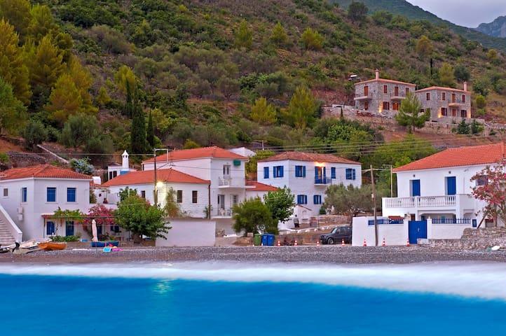 Μariannas Stone house - Kyparissi - Villa