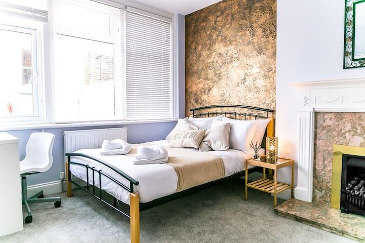 Seven Sisters - Private Double Bedroom - En-suite - Eastbourne - Servicelägenhet