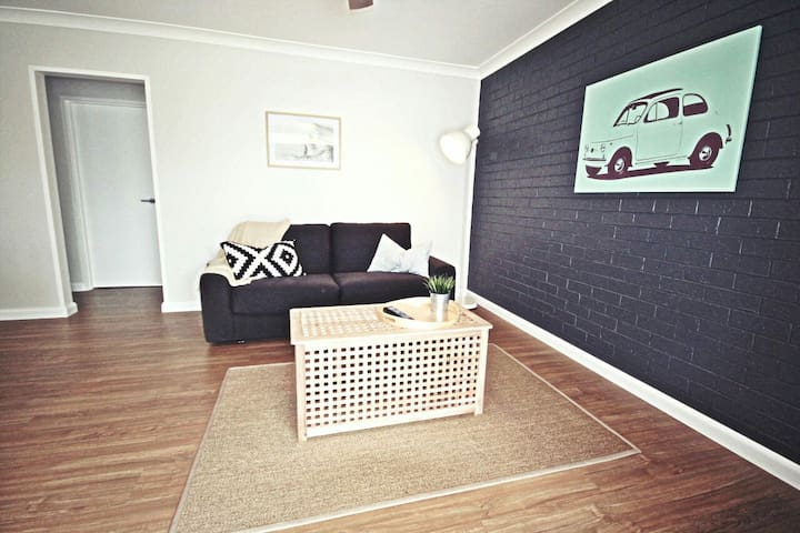 Luxe North Beach: Sunlit 2BR - North Wollongong - Lägenhet