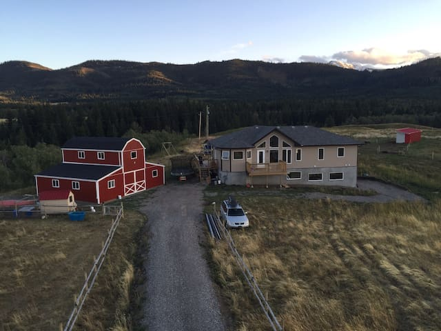 Self-contained suite in foothills - Pincher creek