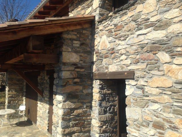 Casa Rural en la Vall de Camprodon - Llanars