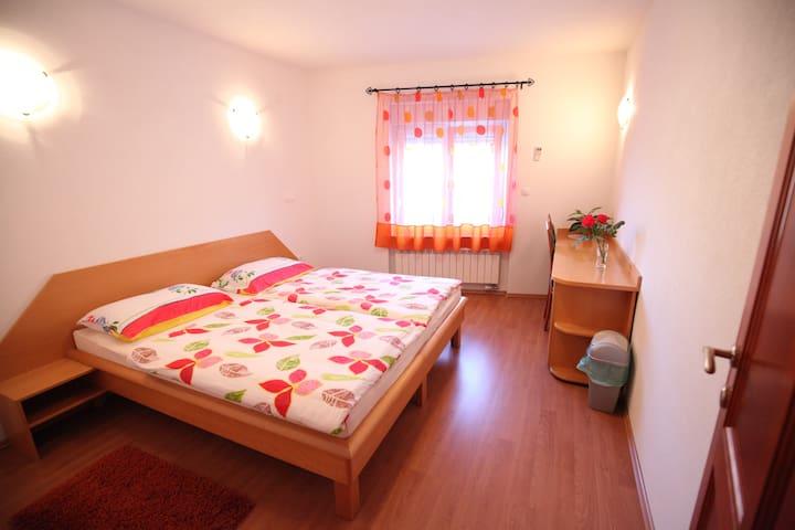 Double room 1 with private bathroom - Barka - Lägenhet