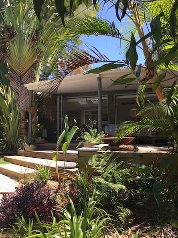Charming pool side retreat - Eumundi - Μπανγκαλόου