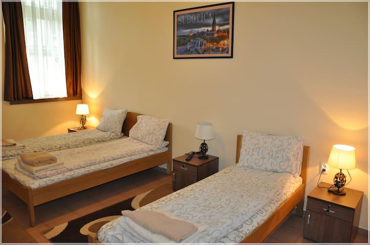 Guest House - BestFastFood /Room 2 - Subotica - Casa