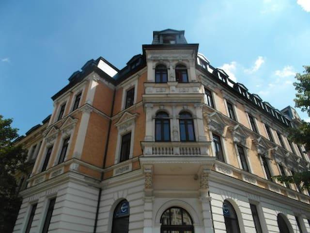 30qm Zimmer mit Erker/Küche Altbau ohne TV/WLAN - Halle (Saale) - Daire