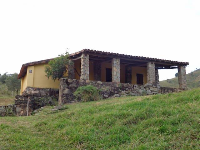 Amparo - 一軒家