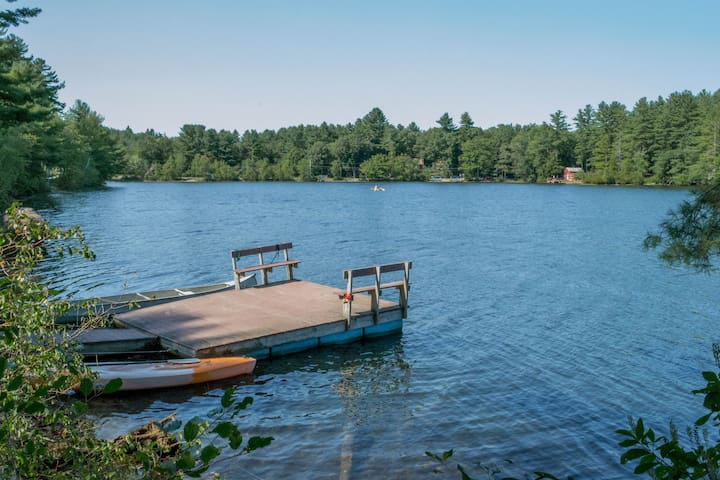 4-season New England Lake House with private dock - Orange - Casa