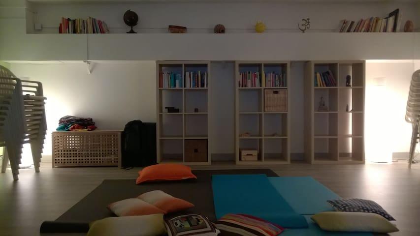 Sala condivisa per viaggiatori con sacco a pelo - Arcore - Internat