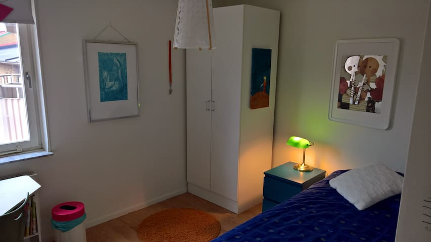 Single room inside the Malmö canals - Malmö - Bed & Breakfast
