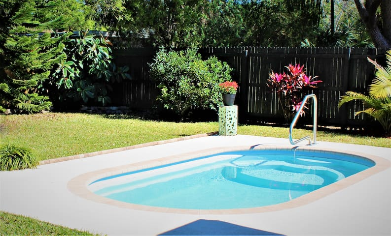 CHARMING HOME W/ POOL - SECLUDED BACKYARD OASIS!!! - Largo - Hus